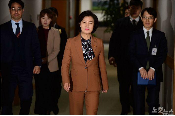 """""""秋장관 검찰인사는 헌법정신 위배""""…현직 판사의 공개비판"""