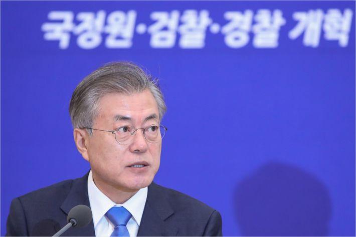 文정부 공약 1호 '검찰개혁' 완료…패스트트랙 정국 종료