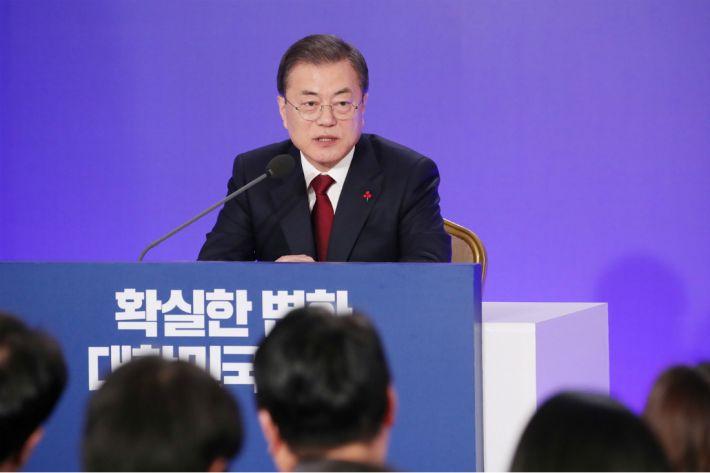 """文 남북협력 시사에…美국무부 """"한미간 조율"""" 강조"""