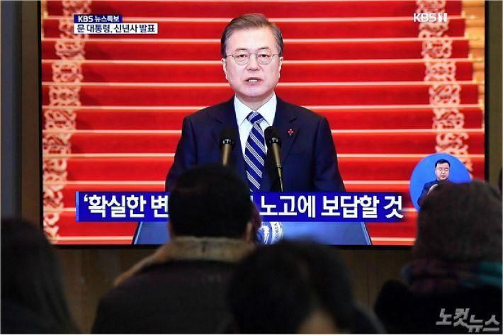 [뒤끝작렬] 청와대에 드리운 '패권의 그림자'
