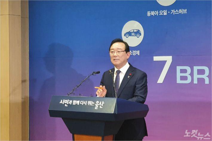 """송철호 """"검찰 왜곡 수사·무리한 기소 '분노'…모든 혐의 부인"""""""