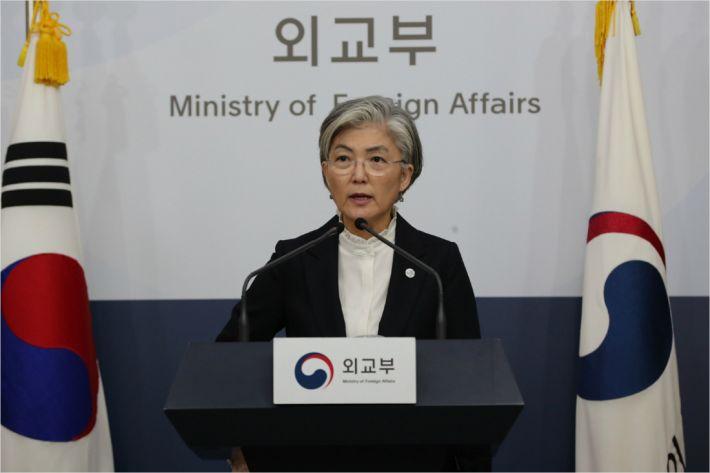 """강경화 """"日기업자산 현금화, 정부 개입 못해"""""""