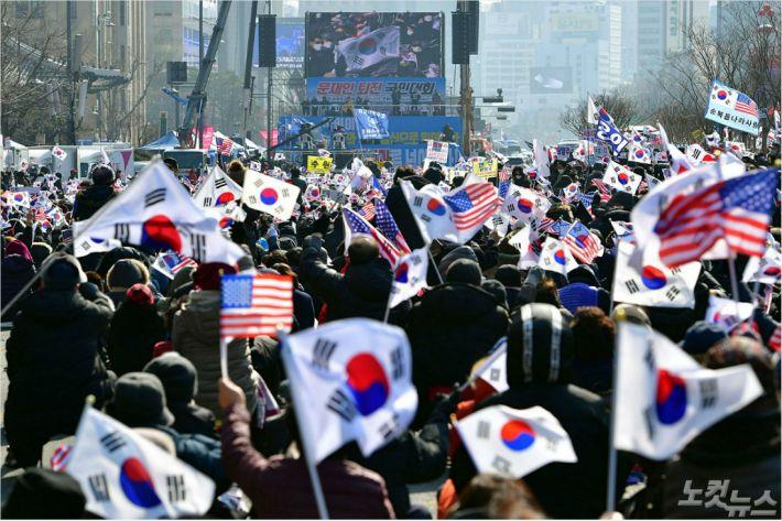 전광훈, '마스크 집회' 또 강행…감염불안 속 '총동원령'
