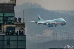 [속보]3차 전세기, 140여명 태우고 김포공항 도착
