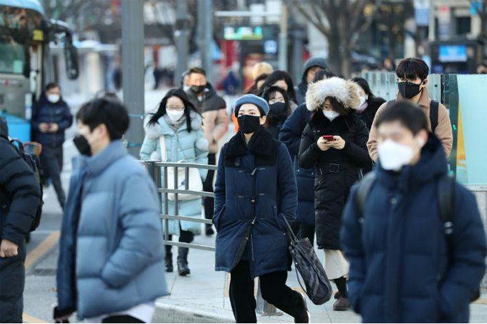 서울 체감온도 -12도…낮부터 추위 차차 풀려