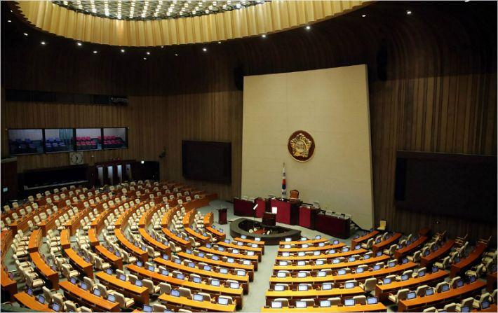 코로나19가 닫은 국회 26일 다시 열린다