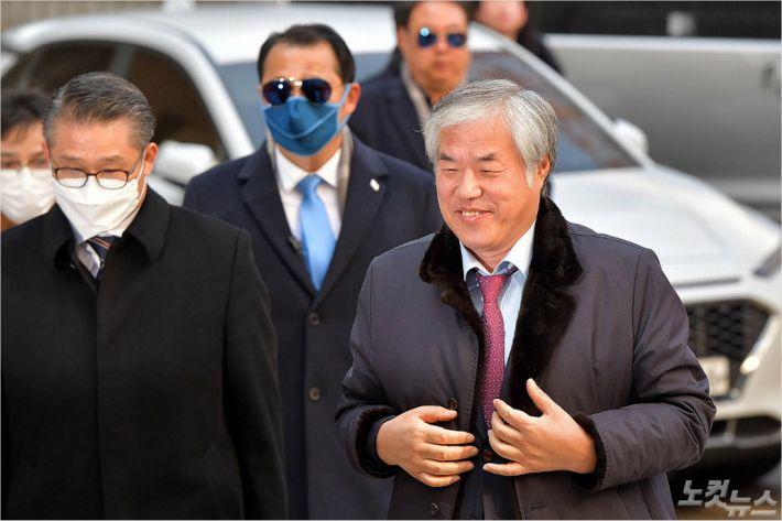 """전광훈, 檢 넘겨지는 길 """"코드재판, 전혀 인정 안해"""""""