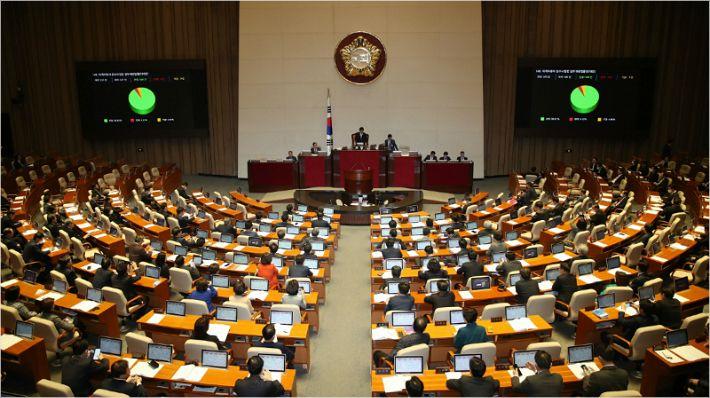 '타다, 이젠 못탄다…'타다 금지법' 국회 본회의 통과