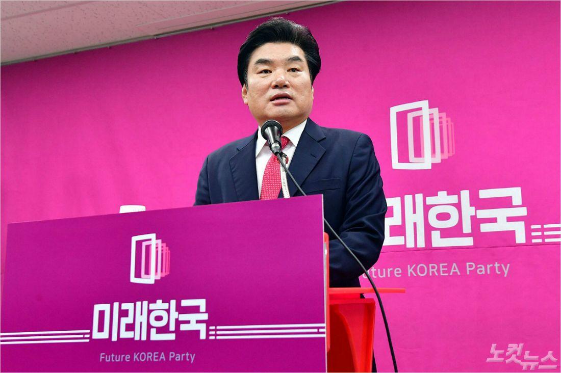 """원유철 """"온몸으로 연동형 막은 이유, 이제는 아실 것"""""""