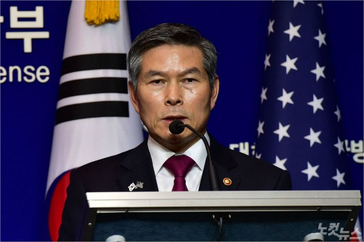 """정경두, 미 국방장관에 """"韓노동자 무급휴직 우선해결"""""""