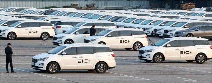 '멈추는' 타다 vs '달리는' 플랫폼 택시
