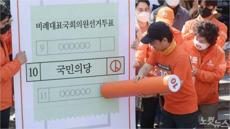 [노컷브이]서울 도착한 안철수, 투표는 '친박신당'에?