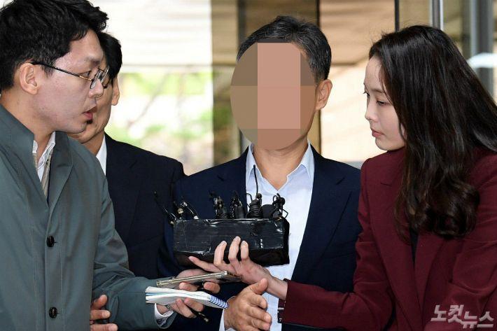 """'버닝썬 경찰총장' 윤 총경 1심서 '무죄'…""""혐의입증 부족"""""""