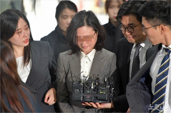 정경심 석방 후 첫 법정 출석…재판은 곧 '2라운드'로