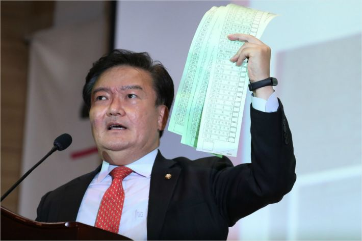 [Why뉴스]민경욱은 왜 구리시 투표용지를 흔들었을까?