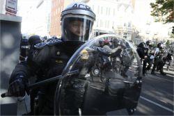 美경찰에 총질, 시위대 가장한 백인들의 소행?