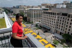백악관 앞 4차선 바닥에 등장한 노란 글씨, 트럼프 겨냥