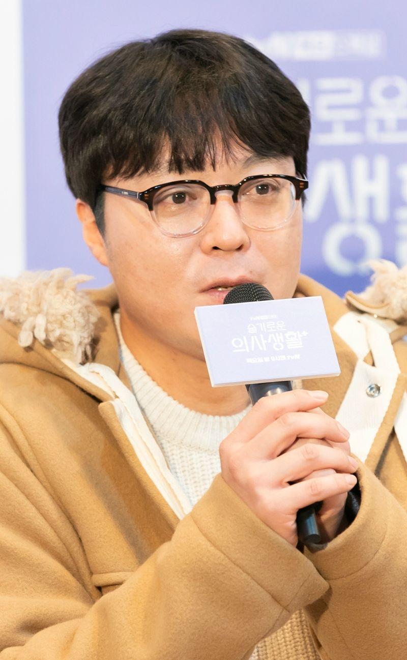 """[인터뷰] 신원호 PD """"사실 채송화 감정선 다 깔아두긴 했다"""""""