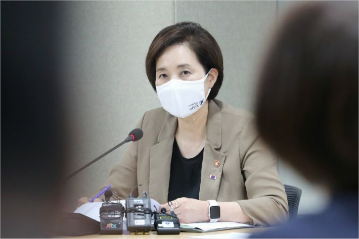 """유은혜, '등교 연기' 靑청원에 """"대면수업 절실, 무작정 미룰 순 없어"""""""