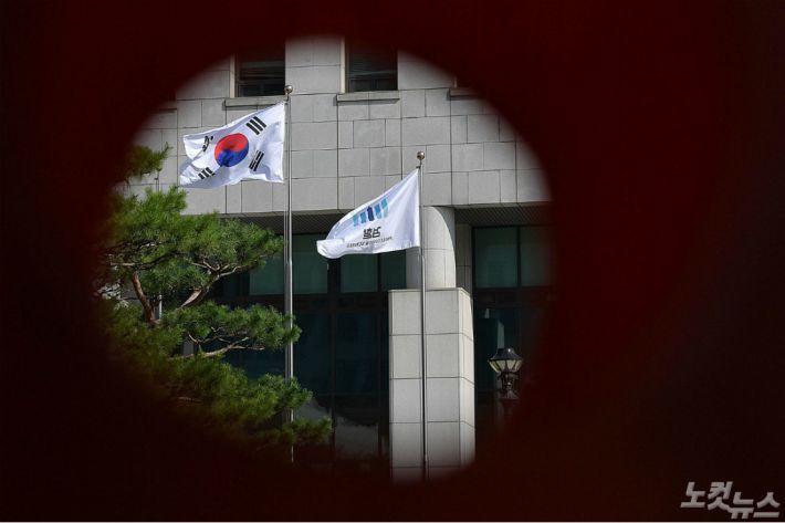 '사퇴 압박' 윤석열, 전국 검사장 릴레이 회의 돌입