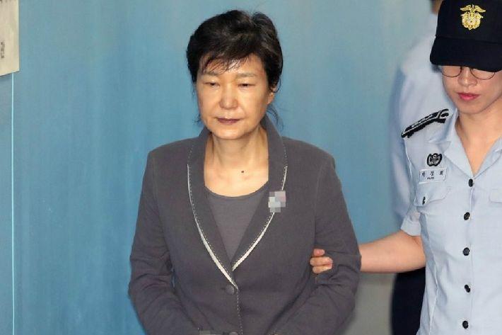 [Why뉴스]박근혜 파기환송심, 왜 10년이나 감형했을까?