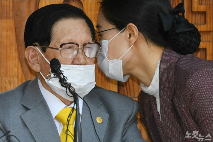 신천지 이만희, 검찰 소환 조사…4시간 만에 중단(종합)