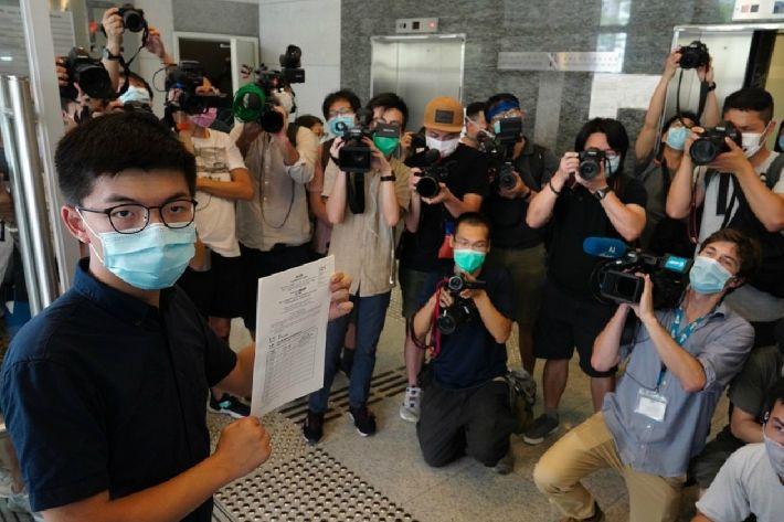 홍콩 민주화 상징 조슈아 웡 선거 출마…자격 주어질까