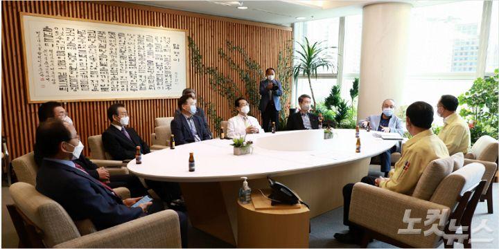 광주교계 대표들 광주시장과 코로나19로 인한 고충 나눠