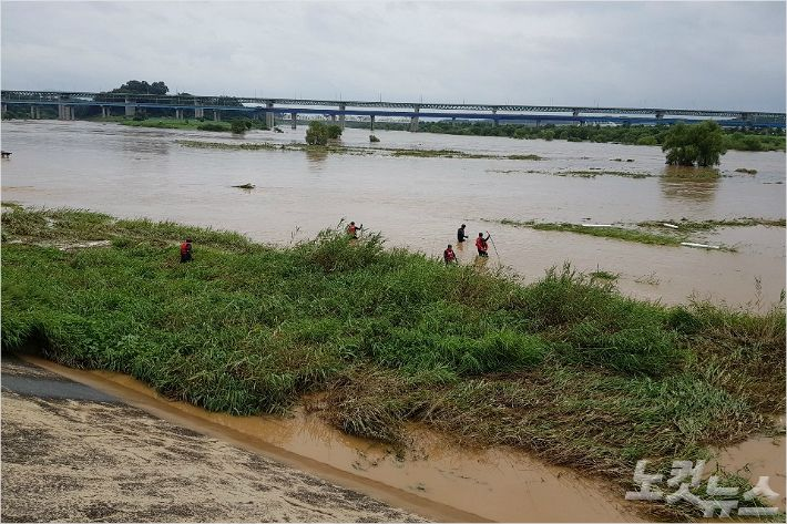 """""""물이 들이닥쳤다"""" 충북 폭우 만신창이...추가 피해 우려"""