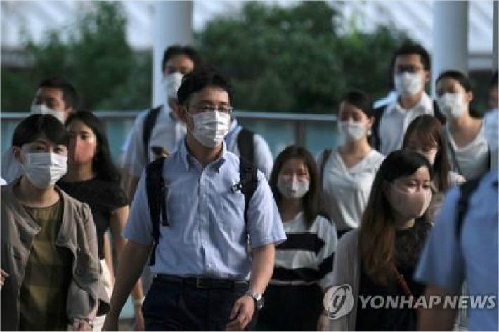 日코로나 신규확진 1천606명 최다…여행 가라더니 휴양지서 급증