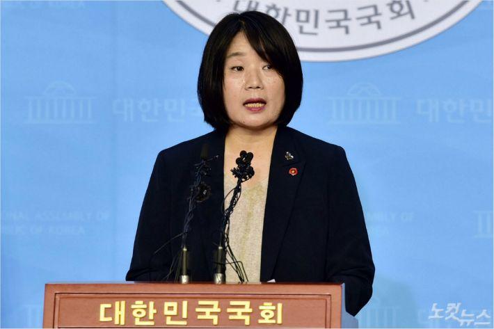 """윤미향 """"기소 유감…검찰이 '위안부' 피해자 욕보여"""""""