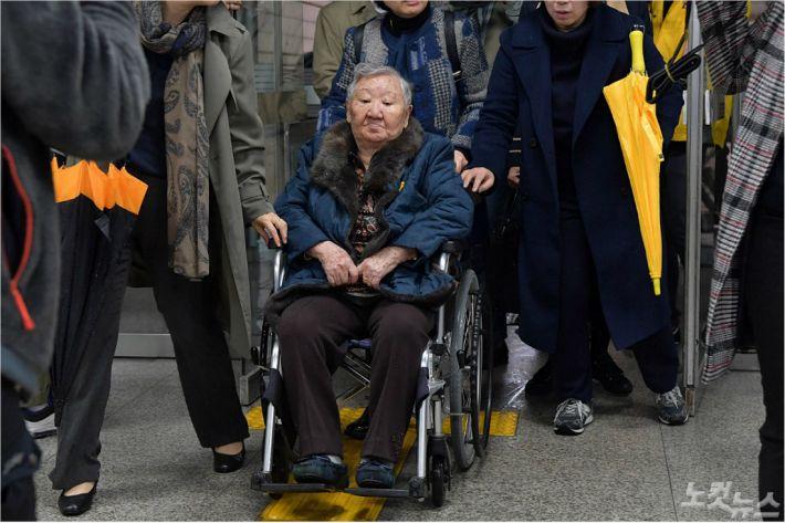 """길원옥 할머니 가족 """"치매노인 회유해서 기부한 게 숭고한 행위인가"""""""