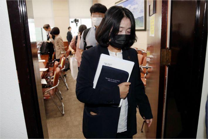 """법원, '윤미향 사건' 합의부 배당…""""사안 중대성 고려"""""""