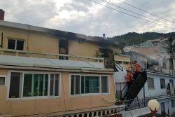 부산 신발공장 3층 가건물서 불…인명피해 없어