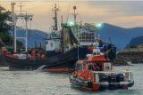 여수해경, 암초에 좌초된 89톤급 어선 구조