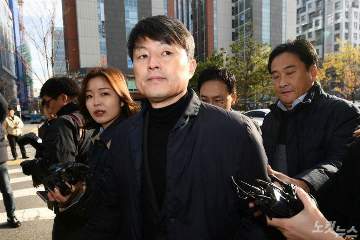 유재수, 조국 재판에 '증인 불출석사유서' 제출