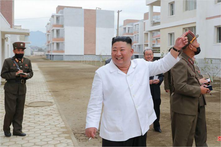 새로 등장한 北 '김정은 강대국'론…새 ICBM 공개하나