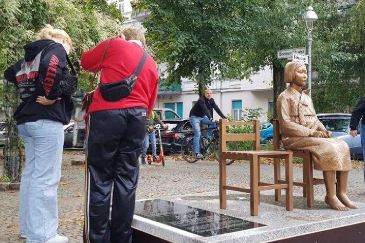 [칼럼]철거위기 독일 '소녀상'…팔짱만 끼고 있는 정부