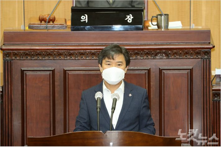 전두환 동상 철거 논란 충북도.의회 '책임공방'
