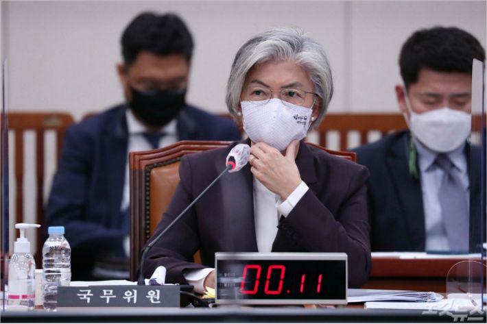 """강경화 """"이수혁 대사 발언, 모종의 조치 필요한 상황"""""""