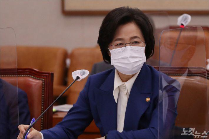 """추미애 """"윤석열 비겁해…수사지휘 부당하면 직 걸어라"""""""