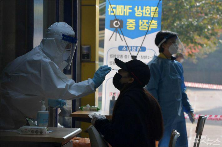 서울 신규확진 25명…용인 골프모임·용산 의류업체 관련