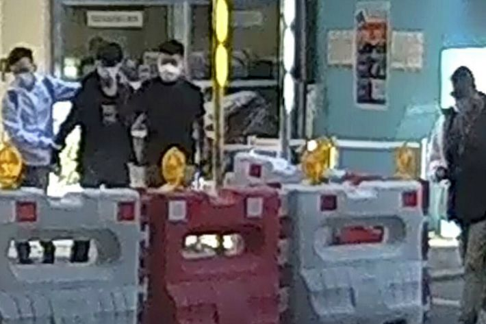 홍콩시위 지지한다더니…美 영사관 뛰어든 4명 망명 거부