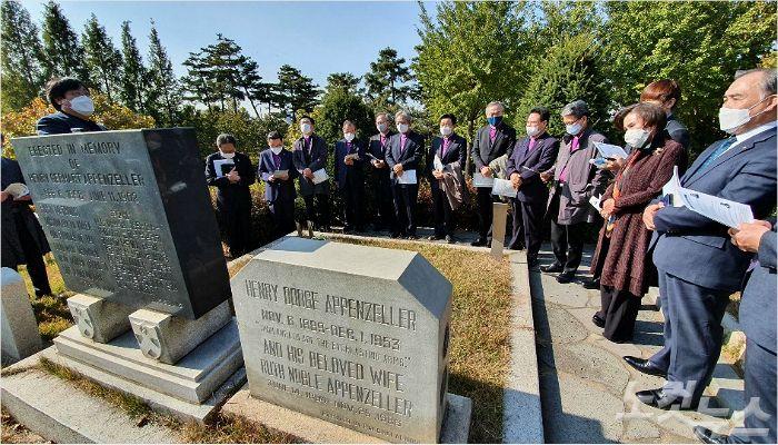 감리교 새 지도부, 첫 행보로 선교사묘원 방문