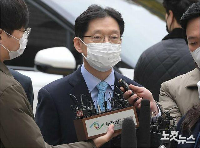 김경수 9일 정상 출근 일정 소화…방청인 코로나 '음성'