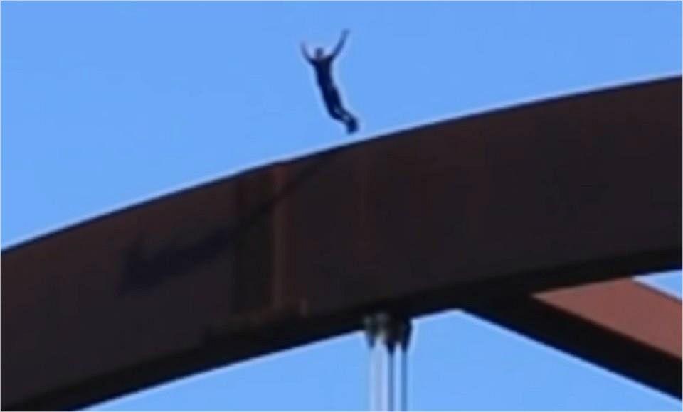'평범한 삶 싫다'…60m 다리 위 점프한 유튜버 두개골 골절