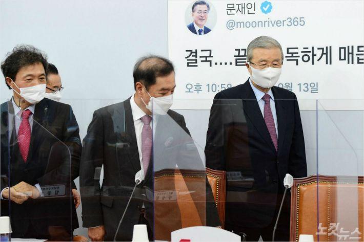 """김종인 """"당 혁신 아직 2% 부족…정부 비판보다 국민 마음을"""""""