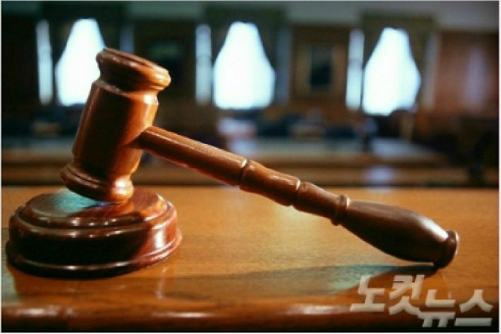 """조국 딸 의사시험 논란…법원 """"민사소송 대상인지 의문"""""""