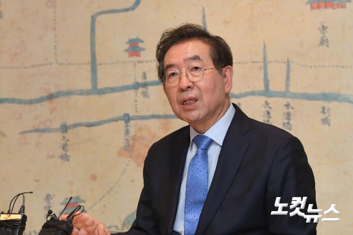 """법정서 공개된 박원순 성추행 문자…法 """"피해자 고통 인정"""""""