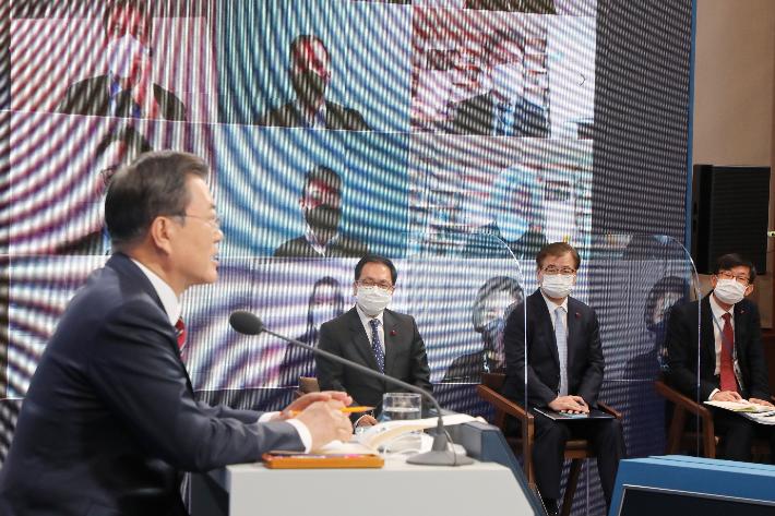 """[영상]문 대통령 """"한미연합훈련, 군사공동위서 북한과 논의 가능"""""""